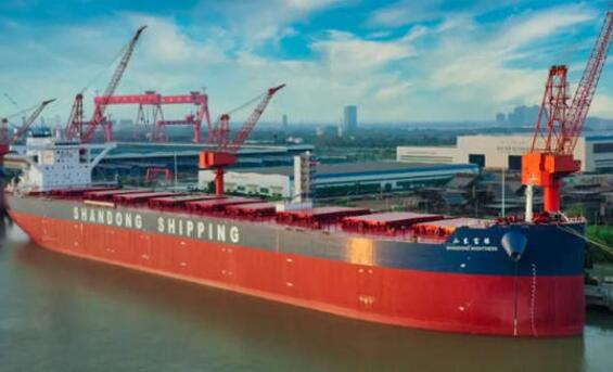 """扬州中远海运重工21万吨散货船山东富强""""轮顺利命名"""