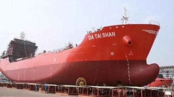 航通船业7800吨2#沥青船下水