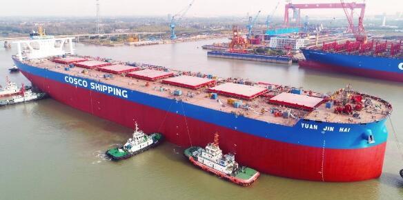 扬州中远海运重工首制VLOC出坞