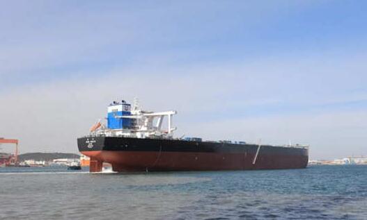 北船重工32.5万吨矿砂船11号船出海试航