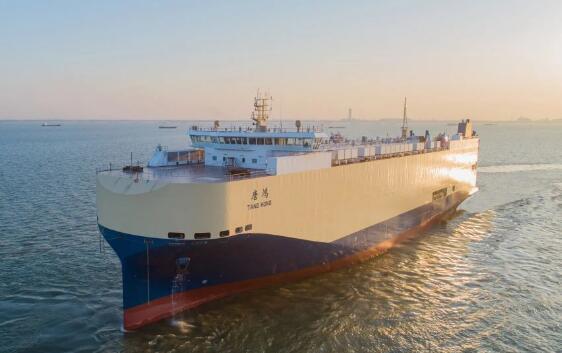 南通地区首制内贸滚装船建造完工