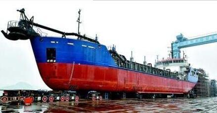 宜昌达门船舶赶建出口2000吨挖泥船