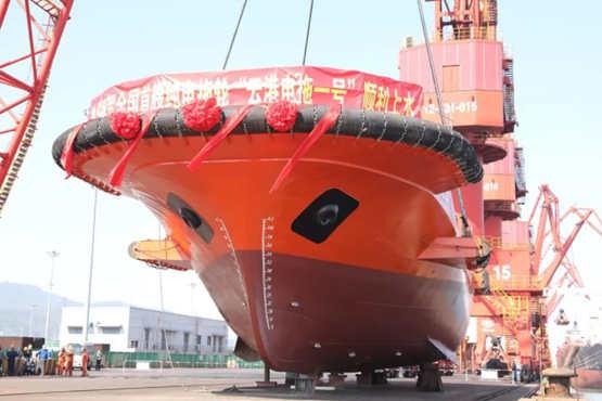 国内首艘纯电动拖轮顺利上水