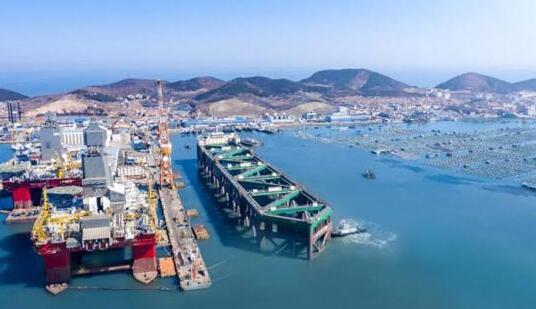 中集建造的全球最大三文鱼养殖工船完工命名