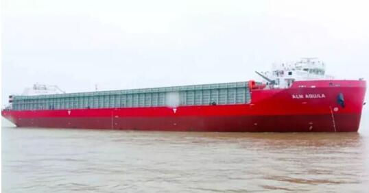 正屿船舶成功下水一艘16000吨举力的半潜船