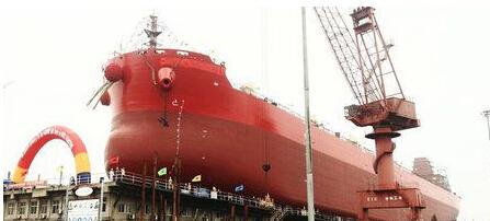 中海工业(江苏)首制64000吨散货船下水