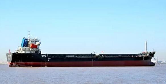 长江船舶设计院两型四艘江海直达沥青船和散货船通过验收